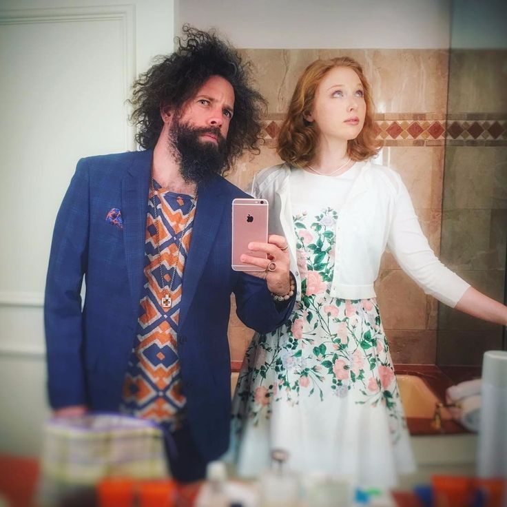 «I think it's really nice that she lets me stand next to her in pictures sometimes ».МОЛЛИ К. КУИНН | MOLLY C. QUINN