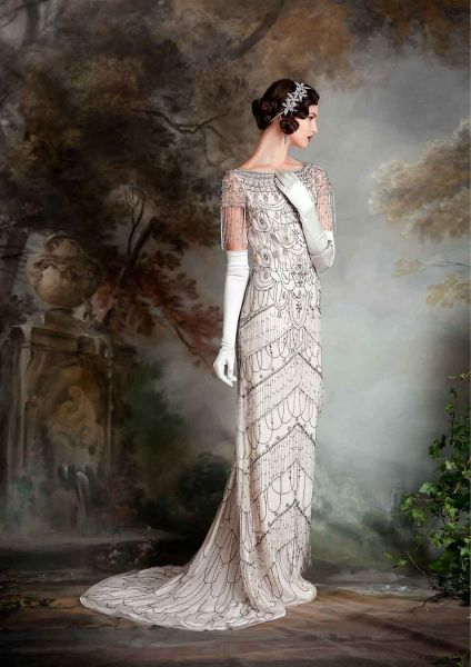 (Foto 5 de 23) Violet: Traje de noche con bordados estilo Art Decó y detalles de flecos, Galeria de fotos de Vestidos de noche estilo Art Decó