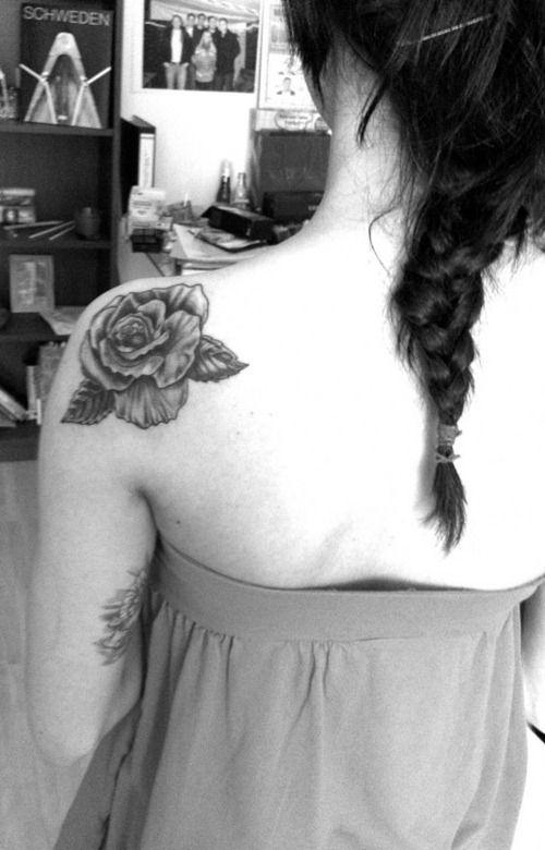 shoulder flower tattoo | Big Flower Tattoo on Shoulder | Tattoo Ranking