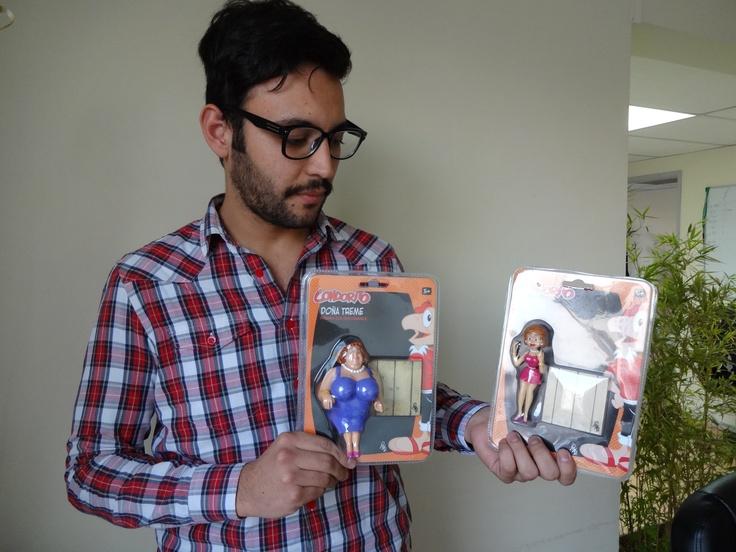 Vemos a @ElGuille__ feliz con su regalo.