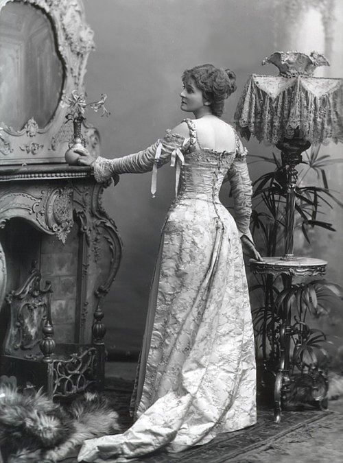 Victorian lady in a stately home...