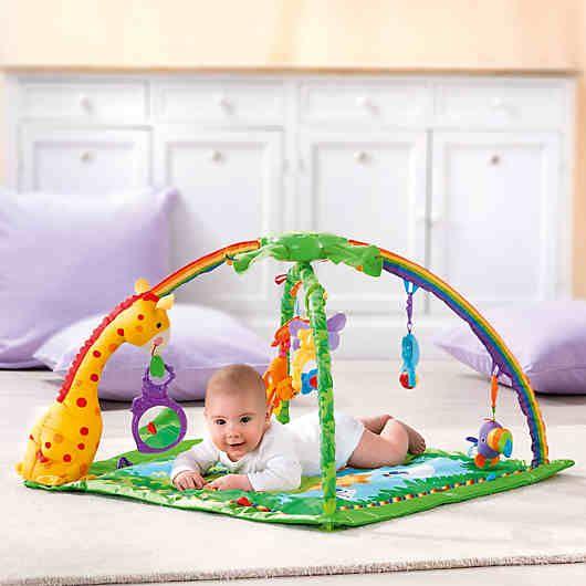 Rainforest deluxe Activity Krabbeldecke mit Spielbogen von Fisher Price.<br /> <br /> Die weiche Spieldecke mit ihren farbenfrohen Motiven wird Ihr Baby faszinieren! Musik, Naturgeräusche und Lichter fördern akustische und visuelle Fähigkeiten. Enthält einen Affen, einen Spiegel, einen Vogel mit Klingelgeräusch, einen Elefanten, eine Drehkugel mit Rasselperlen, einen Leoparden mit Dreh-Spielteil und ein Schmetterlingsmobile. <br /> Es können Musik oder Regenwaldgeräusche ausgewählt werden…