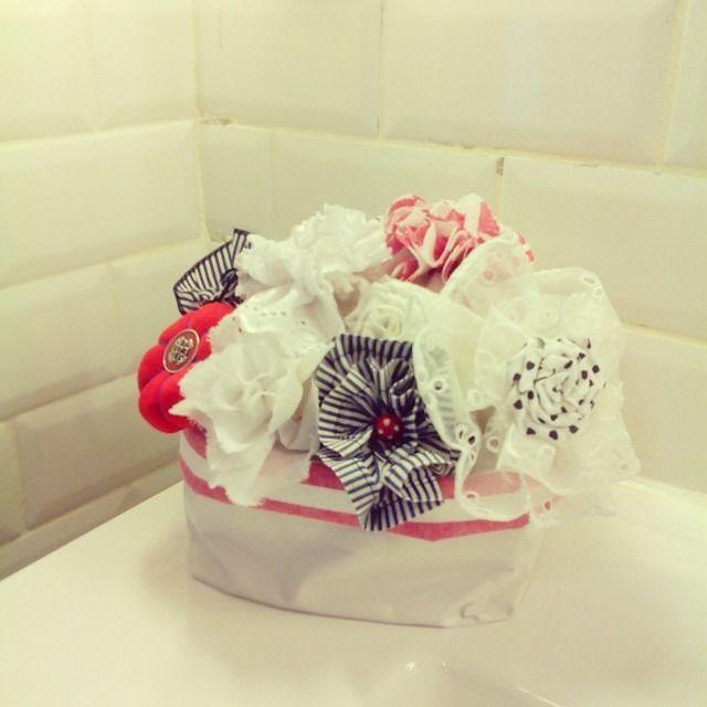 bouquet de fleur tissu, romantique panier blanc liseré rayures rouges : Accessoires de maison par a-fleur-2-pots