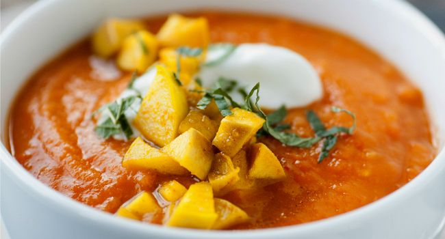 Sopa de batata doce para emagrecer sem sentir fome. Receita também aumenta a imunidade e afasta gripes. Vamos aprender? http://www.bolsademulher.com/corpo/sopa-de-batata-doce-para-emagrecer-sem-sentir-fome