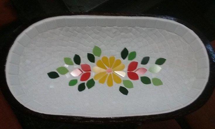 Gamela em mosaico de pastilha e azulejo
