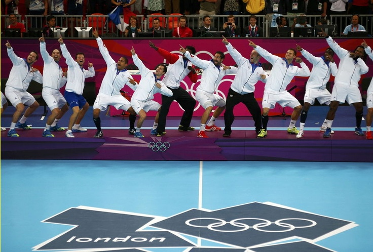 Members of the France team handball take the posture of victory Usain Bolt, after receiving their gold medals during the ceremony at the Basketball Arena on August 12. Crédits : Kai Pfaffenbach/REUTERS - Le Monde