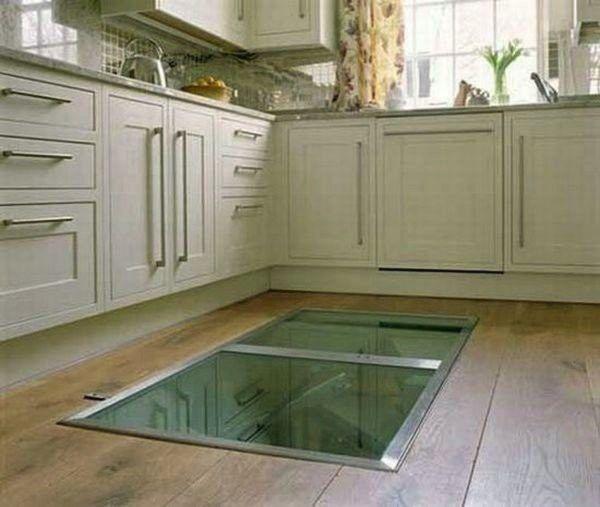 Мужчина сделал на кухне потайное окно в полу. Зачем? Смотрим далее