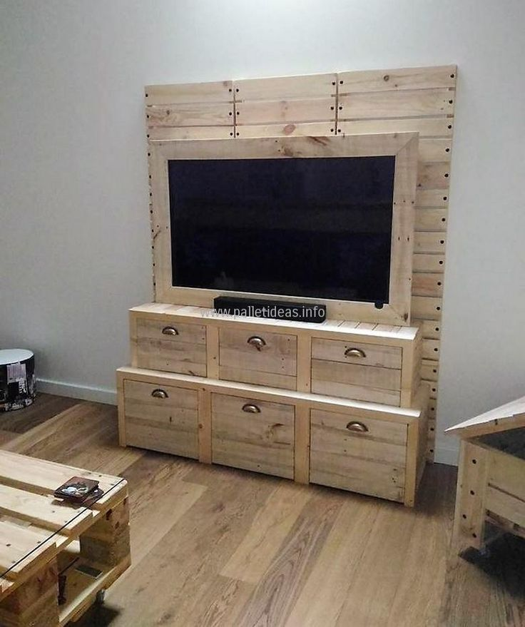 25 best ideas about pallet tv stands on pinterest televisions for living rooms small tv - Tv stands small spaces ideas ...