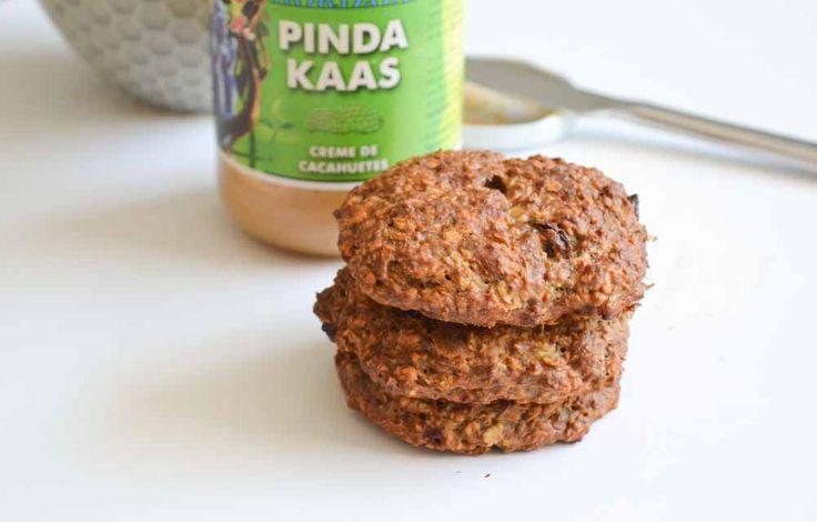 Dit is een fijn recept voor suikervrije pindakaas koekjes. Ideaal voor mijzelf als tussendoortje, maar ook voor mijn peuter in de namiddag.