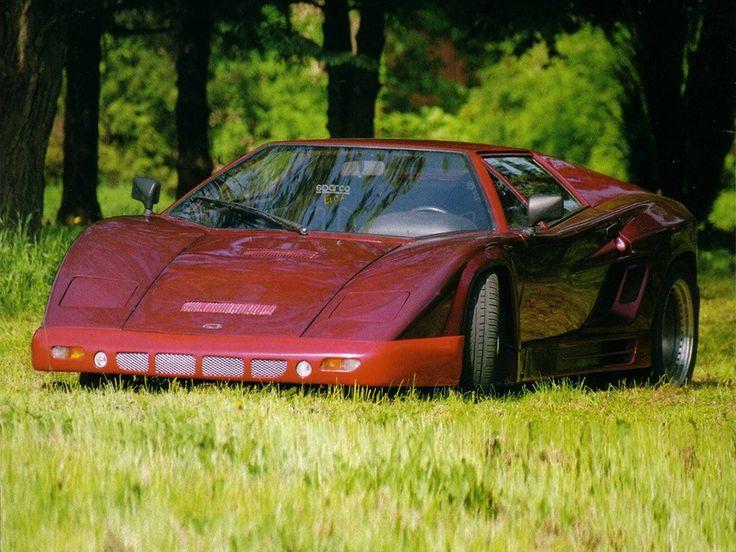 Tatra Grafit je unikát, který vznikl v jediném exempláři.  Ivan Labaška ho dokončil v roce 1991, ale od té doby změnilo auto několikrát podobu. V útrobách má stejně jako supertatra osmiválec z Kopřivnice. Auto s karbonovou karoserií má schválení k provozu na silnicích. Prý umí jet až 325 kilometrů v hodině. To dělá z grafitu společně s britskou octavií absolutně nejrychlejší auto vozící jméno české značky.