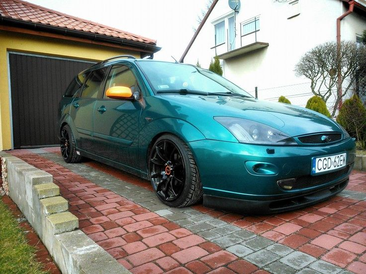 green ford focus mk1 wagon version big rims tomason tn1. Black Bedroom Furniture Sets. Home Design Ideas