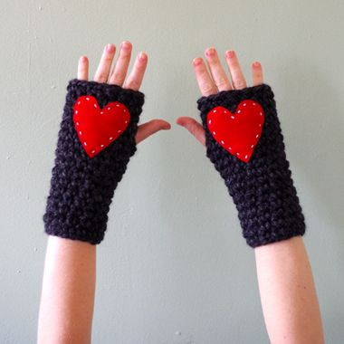 Super quick and chunky wrist warmers..free pattern!