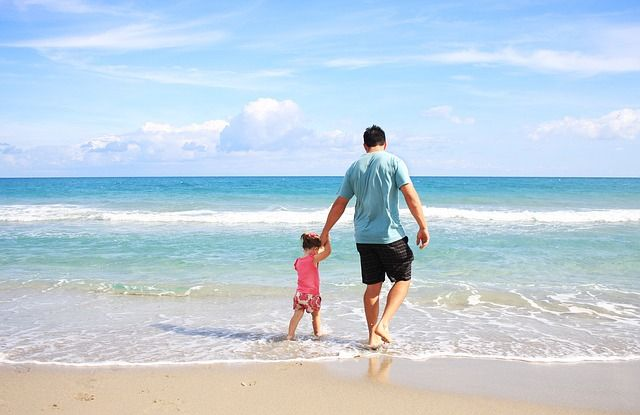 Sometimes the best pleasures in life are the simplest ones that are right around us. Try any of these with your young kids at the beach - for free!