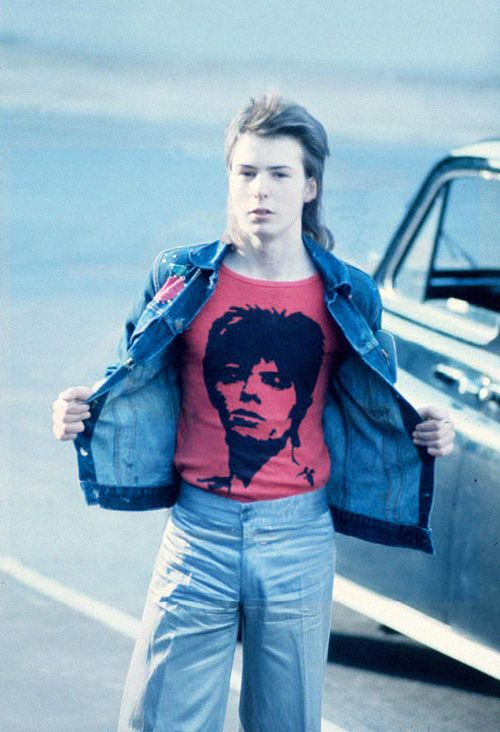 A young Sid Vicious in a Davod Bowie shirt... just amazing