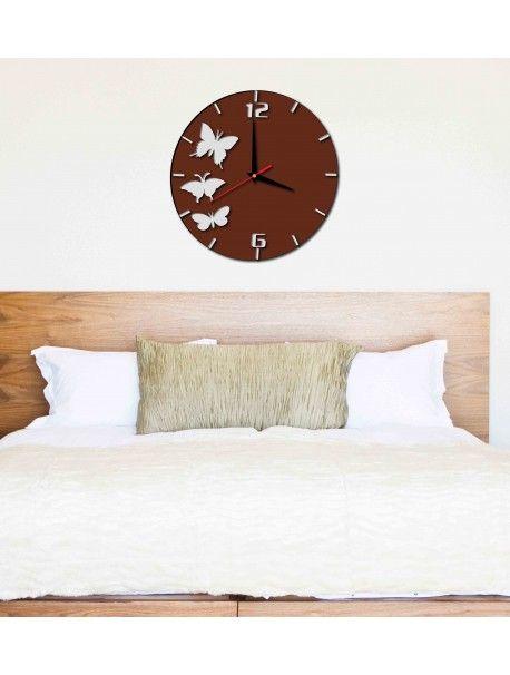 Stilvolle Wanduhr - VIVIEN, Farbe: braun, weißer Schmetterling Artikel-Nr.:  X0009-RAL8011-RAL9010 Zustand:  Neuer Artikel  Verfügbarkeit:  Auf Lager  Die Zeit ist reif für eine Veränderung gekommen! Dekorieren Uhr beleben jedes Interieur, markieren Sie den Charme und Stil Ihres Raumes. Ihre Wärme in das Gehäuse mit der neuen Uhr. Wanduhr aus Plexiglas sind eine wunderbare Dekoration Ihres Interieurs.