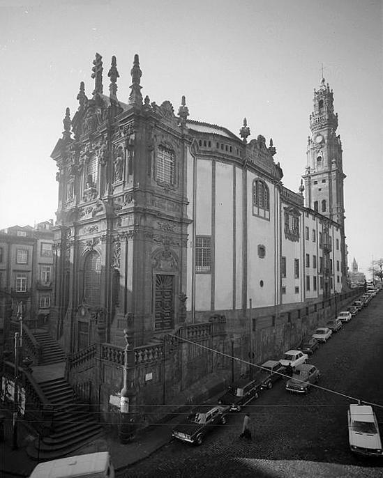 A Igreja e a Torre dos Clérigos, em 1976 // #porto #oporto #vintage #70s #porto70s // webook.pt