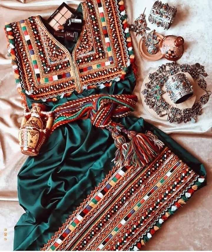 Image Decouverte Par Mouna Dramaqueen Decouvrez Et Enregistrez Vos Images Et Videos Sur We Heart It Fashion Balochi Dress Afghan Dresses