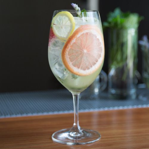 Gin and tonic a quintessentially classic summer cocktail for Best mixers for gin