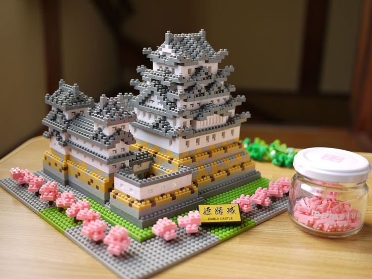 Himeiji Castle! Love the pink blossoms, different the. What comes with the set. Great personalization.