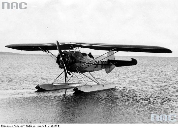 Samolot sportowy, dwuosobowy wodnopłatowiec szkolny typu RWD 17W