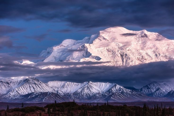 À découvrir cet été lors de votre escale #croisière à Anchorage #Alaska  le Denali, anciennement mont McKinley, est la plus haute montagne d'Amérique du Nord. Il culmine à 6 190 mètres d'altitude. Photo Stefan Forster