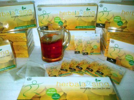 Cara diet alami ini bisa dilakukan dengan  minum teh herbalaxing, apa itu herbalaxsing ? herbalaxsing merupakan teh daun jati cina yang terbukti dapat menurunkan berat badan 1-2 kg dalam waktu 1 minggu