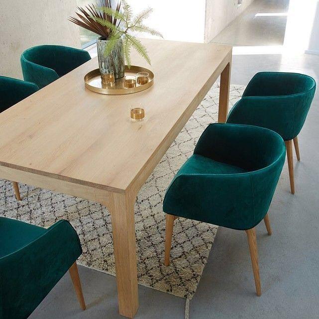Customiser Les Chaises Du Salon Avec Du Tissu Velours Avec Une Des Couleurs Dominantes Du Salon Dining Table Design Dining Room Table Apartment Dining