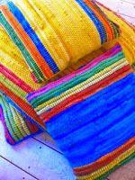 Κήπος Στα Μεσόγεια: Διακοσμητικά μαξιλάρια από χαλάκια και κουρελούδες...