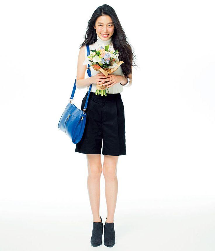 シンプルなモノトーンコーデは小物で色を選んで♪夏ファッションのタートルネックコーデ参考♪