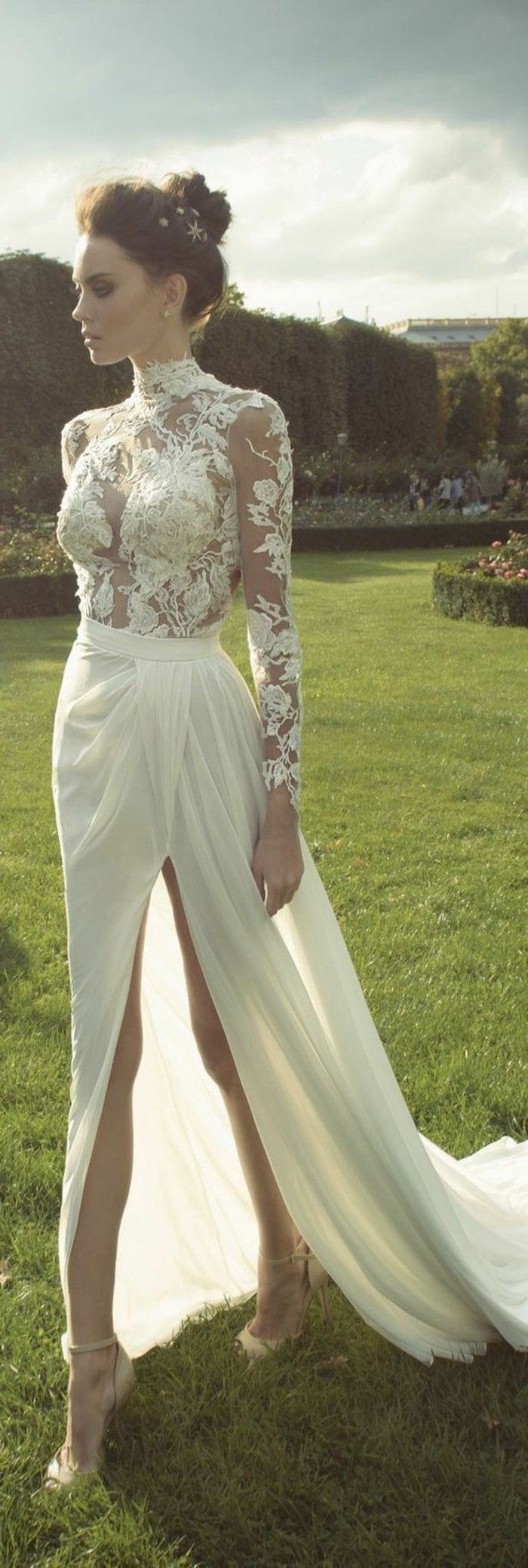 robe de mariage civil élégante en dentelle blanche robe longue, talons hauts blancs