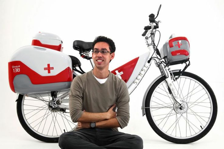salve bike  Gabriel Delfino de Araújo, bicicleta ambulância. A bike de Araújo é elétrica e carrega cinco alforjes – o projeto inclui também uma sirene, como a das ambulâncias tradicionais. Além da agilidade, o veículo de duas rodas tem baixo custo.  http://www.movimentoconviva.com.br/site/designer-cria-bike-ambulancia/#sthash.o1gzffKW.dpuf