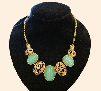 Green-Oval-Necklace.  Ooh I like this!