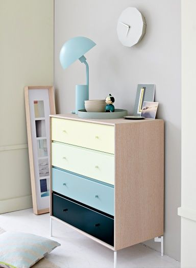 Montana in oak veneer and pastel coloured drawers. #montana #furniture #danish #design #drawers #pastels