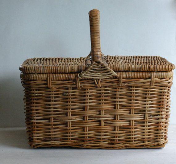 Vintage Wicker Woven Picnic Basket van bonnbonn op Etsy