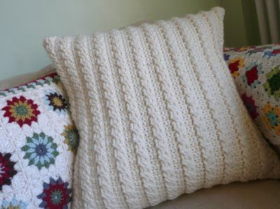 Knitting Pillow Patterns for Beginners | Free pattern for a pillow From Yarn Around Hook & Best 25+ Cable pattern free ideas on Pinterest | Crochet cable ... pillowsntoast.com