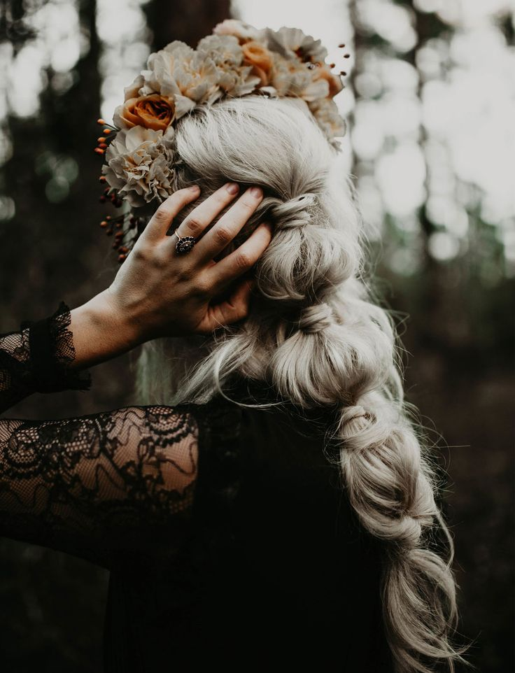 Blake Lively elegant ponytail bridal hair style