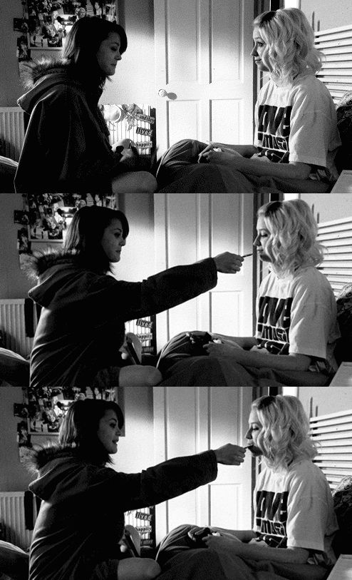 @Emily and @Naomi @Skins  I love these lesbians