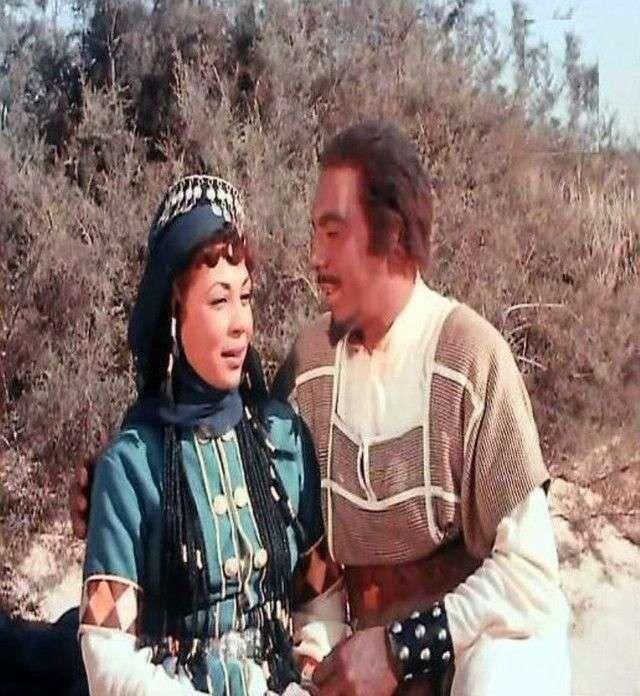 فريد شوقي و كوكا في لقطة من فيلم عنترة بن شداد 1961 وكان انتاجا مشتركا بين المصريين والإيطاليين Cinema Hipster Style