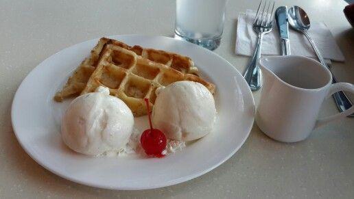 Häagen-dazs double scoop macadamia nut vanilla ice cream with pancake