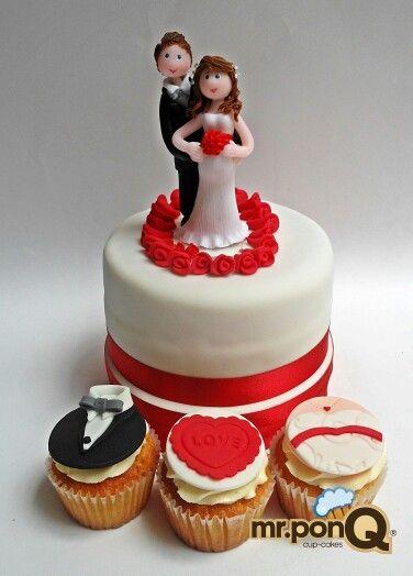 Mr.ponQ torta con toppers personalizados y cup-cakes con pastillaje de novio y novia