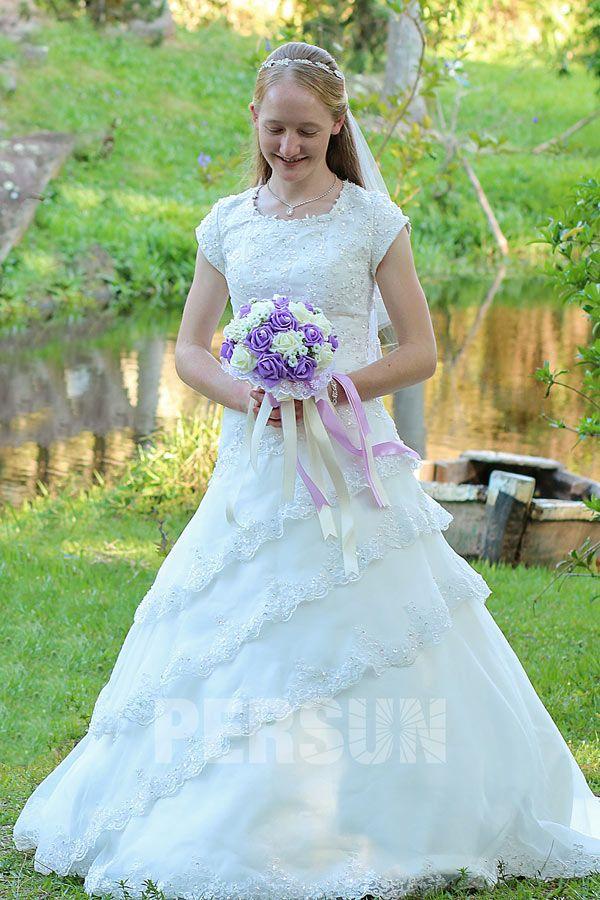 Robe de mariée princesse modeste avec manches courtes & jupe ...