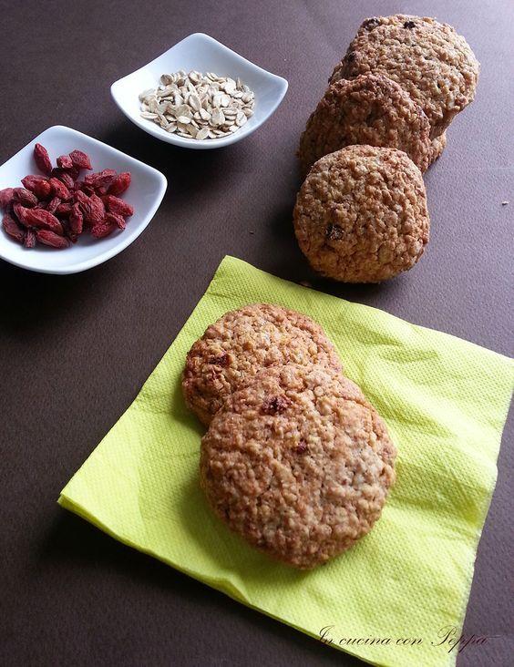 I biscotti ai cereali e bacche di Goji sono ottimi per una buona merenda o per la colazione;hanno un sapore buono ed equilibrato; sono semplici da preparare