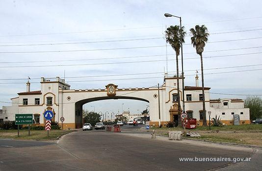 Puente la Noria (llamaba así por una noria a caballos) se inauguró en 1944, cruza el Río Matanza/Riachuelo en el km 15,096. Une la Av Gral Paz (Buenos Aires) con el Camino Negro (Lomas de Zamora) es monumento histórico sin tránsito vehicular, de estructura metálica patente de Ottanelli, a tablero superior pilares y estribos de hormigón armado, fundado sobre pilotes de dos tramos fijos de 25 m de luz y uno basculante central a dos básculas voladas de 38 m