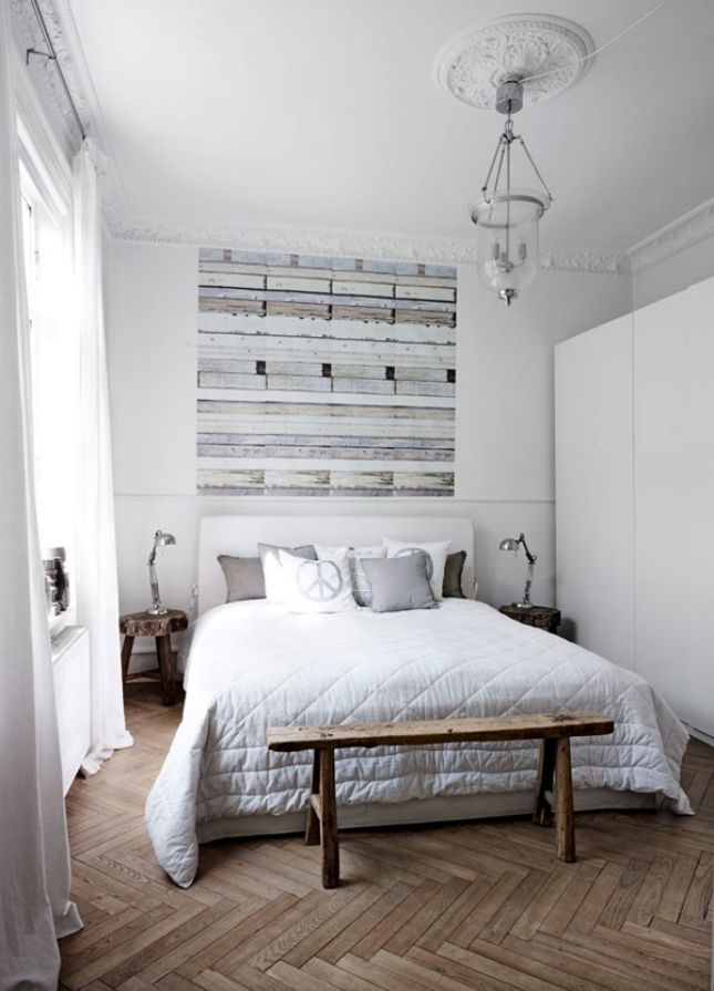 Play with minimal accents in your space to create a modern shabby chic decor.