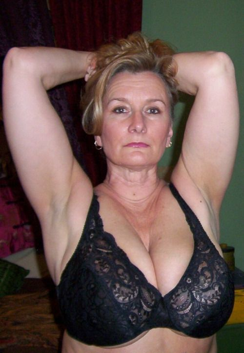 Sexy grannys moobile Videos
