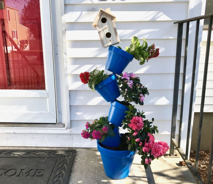 See how to stack planters to make your neighbors smile whenever they pass your house!
