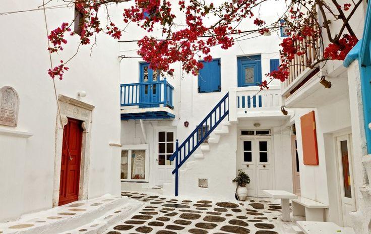 Χρωματα και Αρχιτεκτονική. Χαρακτηριστική Αρχιτεκτονική Ελληνικών Νησιών όπου επικρατεί το Λευκό.