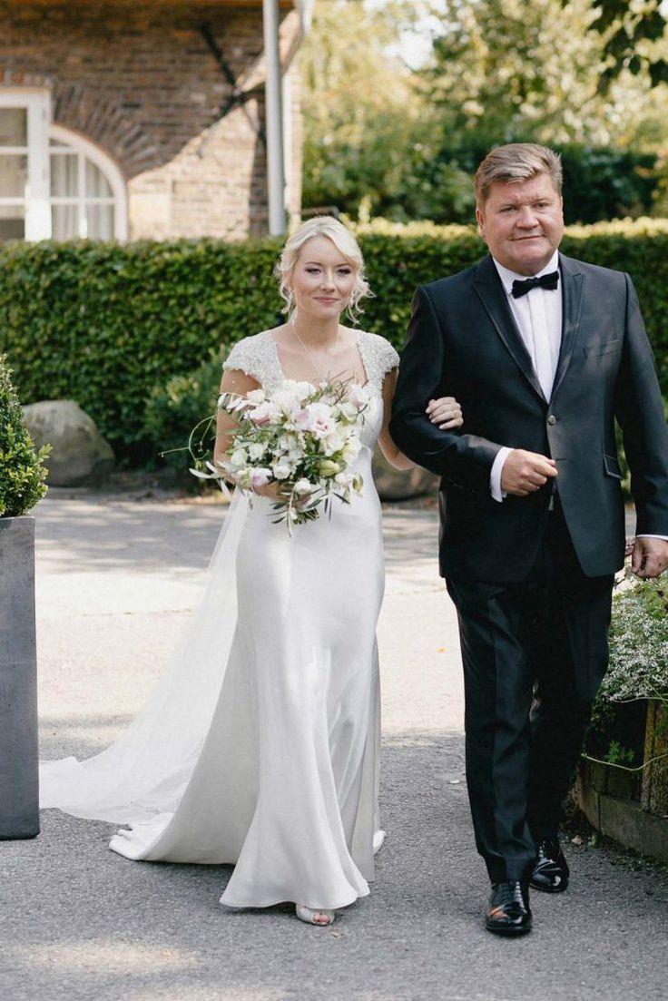 Cap Sleeve Sweetheart Keyhole Back Kristall Perlen Satin Mermaid Brautkleid - JoJoBride ON SALE + FREE SHIPPING #Hochzeit #Hochzeit #Hochzeitsinspiratio ...