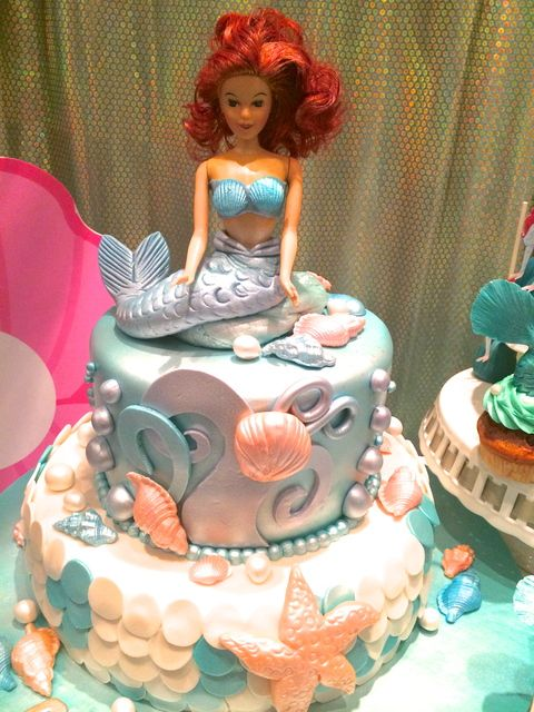 Amazing cake at a Little Mermaid girl birthday party!