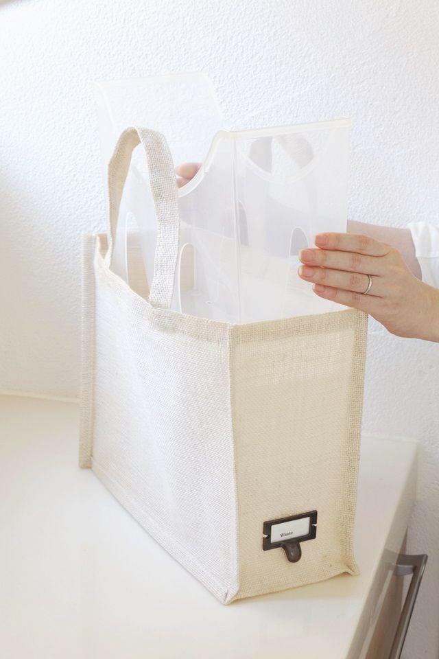 布バッグには100均プラスチックケースを入れて自立
